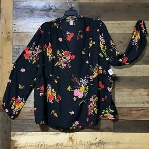 NWT Old Navy top w/pretty floral & lace designs XL